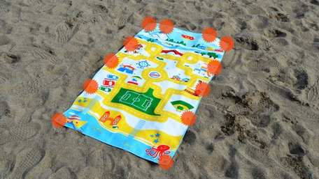6 pairs of plastic snaps allow Snappy Towels to be worn, hung and joined in many ways. Best microfiber beach towels for kids.