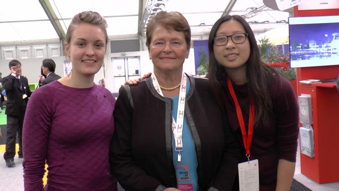 Ingrid og Anita med tidligere Statsminister Gro Harlem Brundtland (nåværende Deputy Chair of The Elders) på klimatoppmøtet COP21 i Paris.