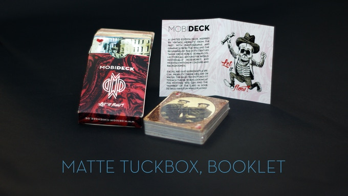 Tuckbox in two colors, red & blue.