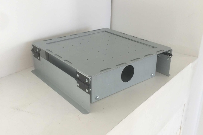 April 2015 - V1.0 of the full metal prototype. After testing, we decide to add our own heater.