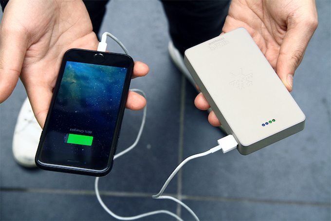 CAPACITY CHARGING: 5 X 100% SMARTPHONE BATTERY