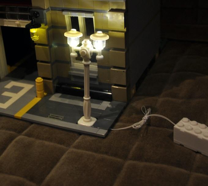 Light Pole Collapse: Electric Lightup Double Head Street Pole For LEGO Creator