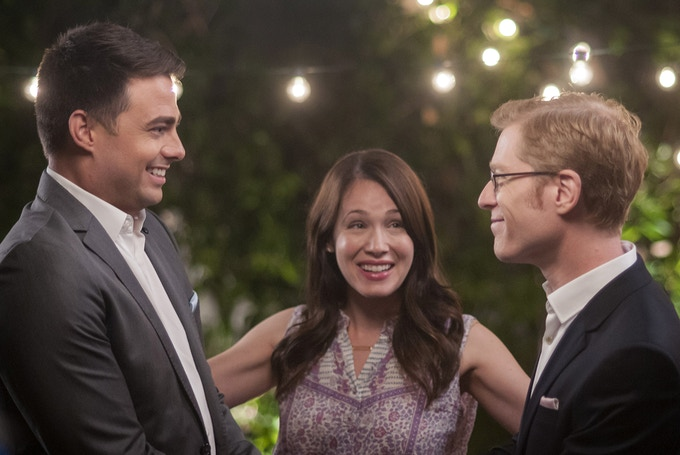 (L-R) Jonathan Bennett, Marla Sokoloff and Anthony Rapp star in DO YOU TAKE THIS MAN. Photo by: Andrew Hreha © Modern Love, LLC.
