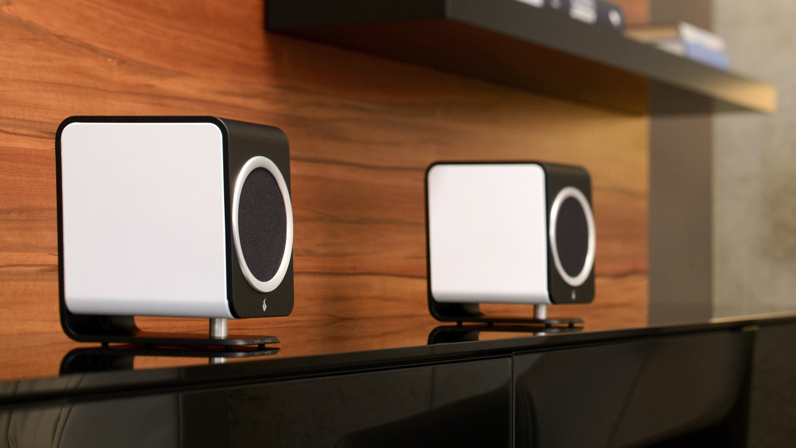 The ultimate in award-winning, truly high-end quality has come to the desktop, with beautiful design and plug-and-play simplicity. Designed and assembled by hand in Switzerland.