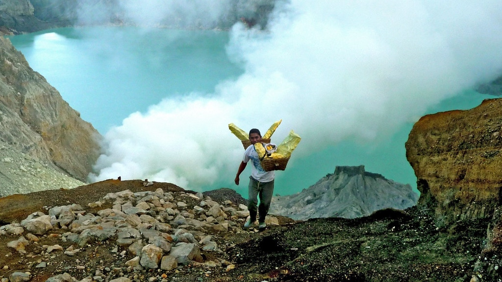 Where Heaven Meets Hell: The Sulfur Miners of Kawah Ijen project video thumbnail