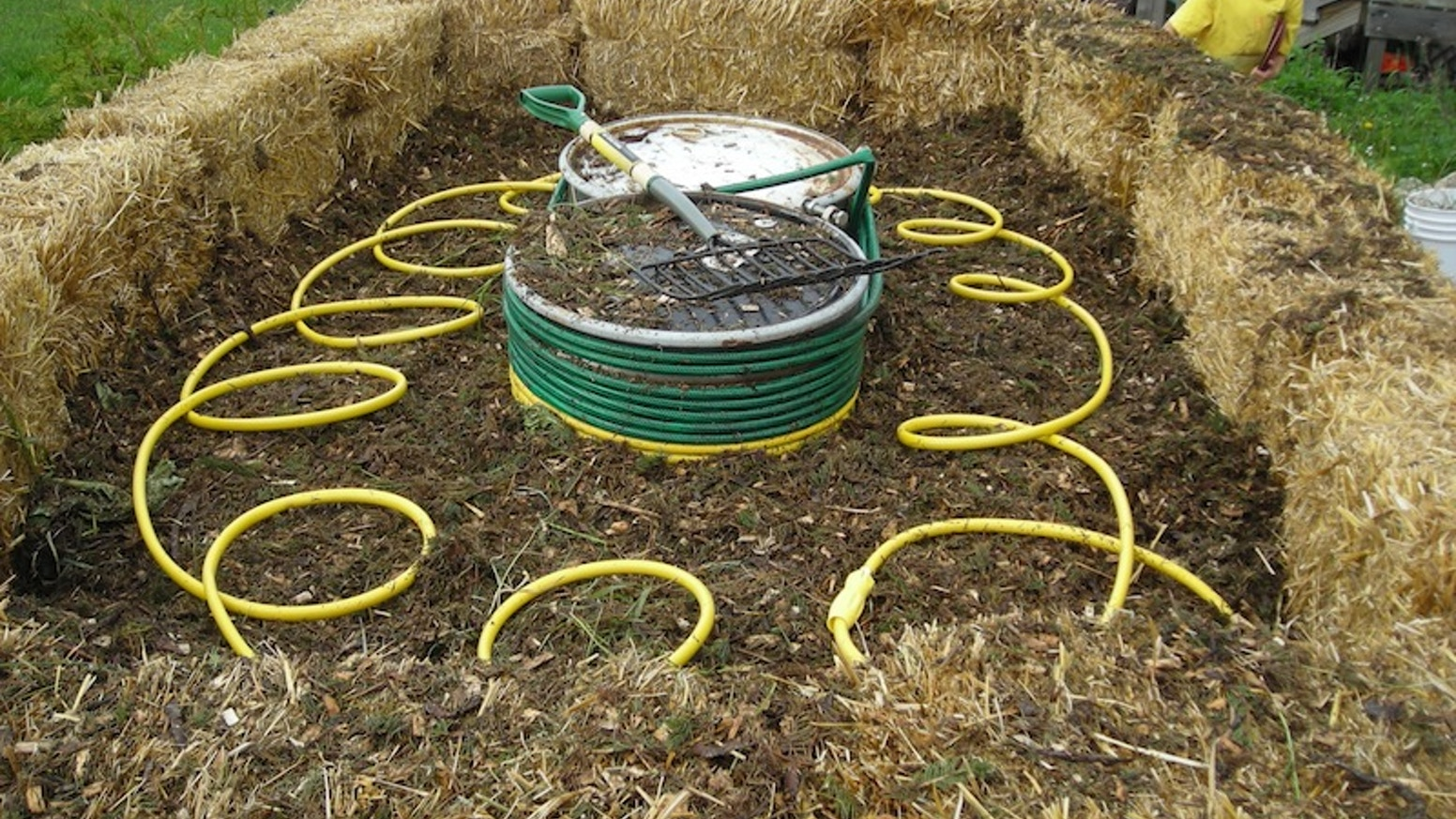The Methane Midden - Heat / Energy with Compost by Robert