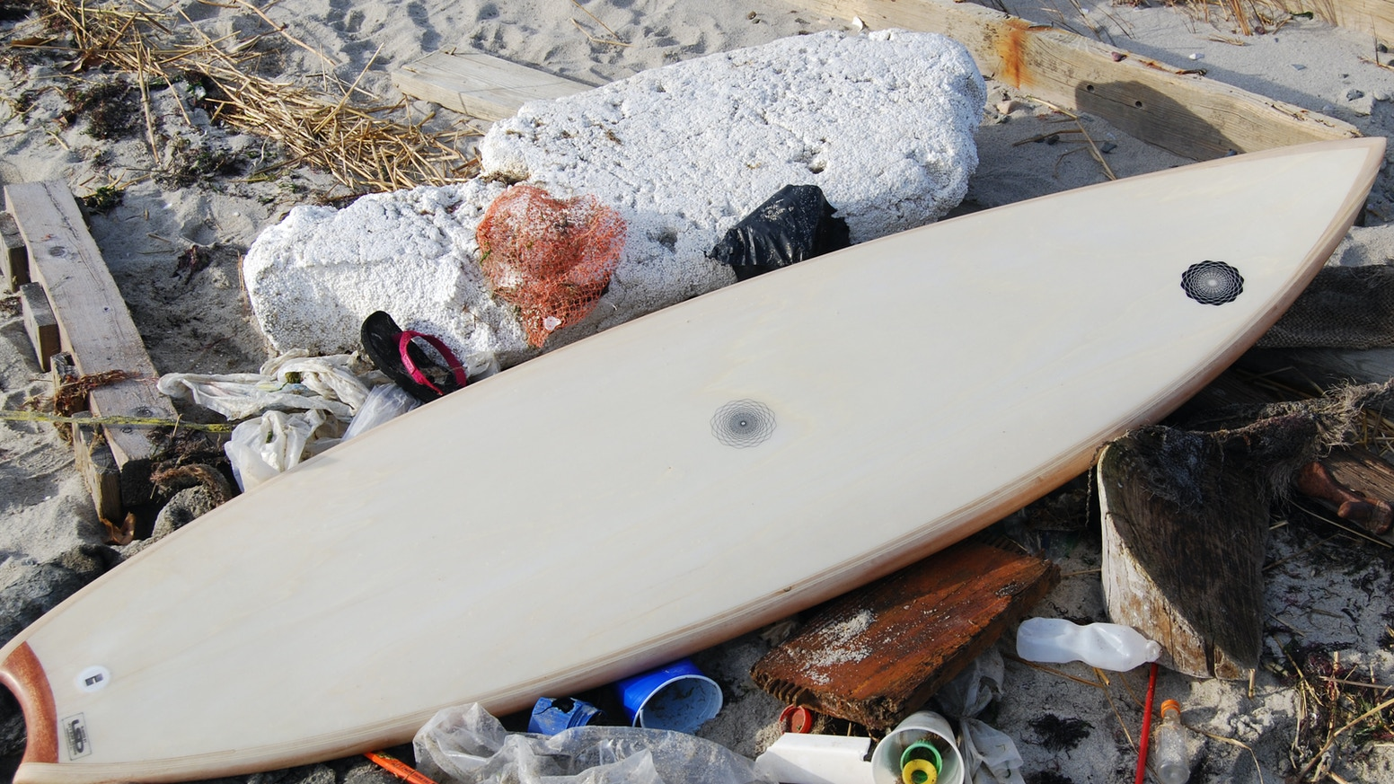 Spirare: Sustainable surfboards reclaiming debris and transforming trash  into art.
