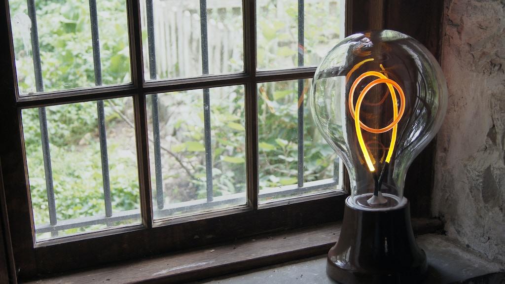 Alva - The Lightbulb Lamp project video thumbnail