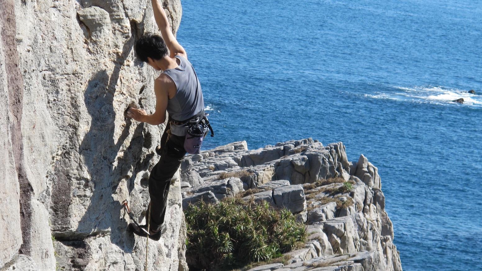 An integrated chalkball helps climbers chalk up better.