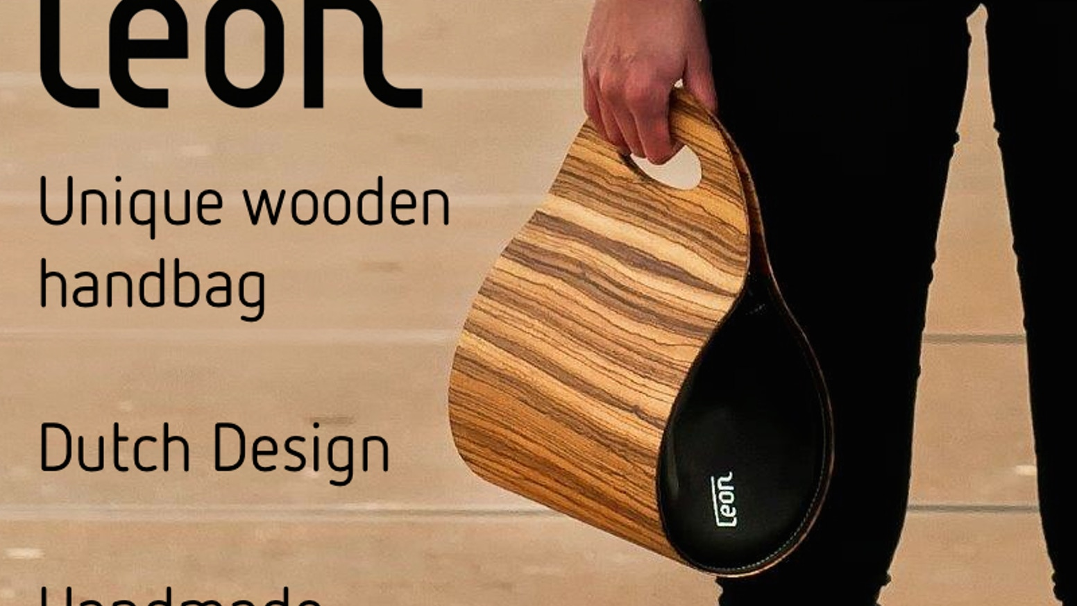 A flexible, elegant and strong wooden handbag for women. Easily stores your tablet and cell phone and looks gorgeous!