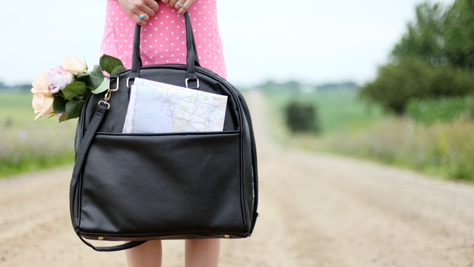 Gogo Tote Is A Toiletries Bag For Fashion Conscious Women That Enables Them To Pack