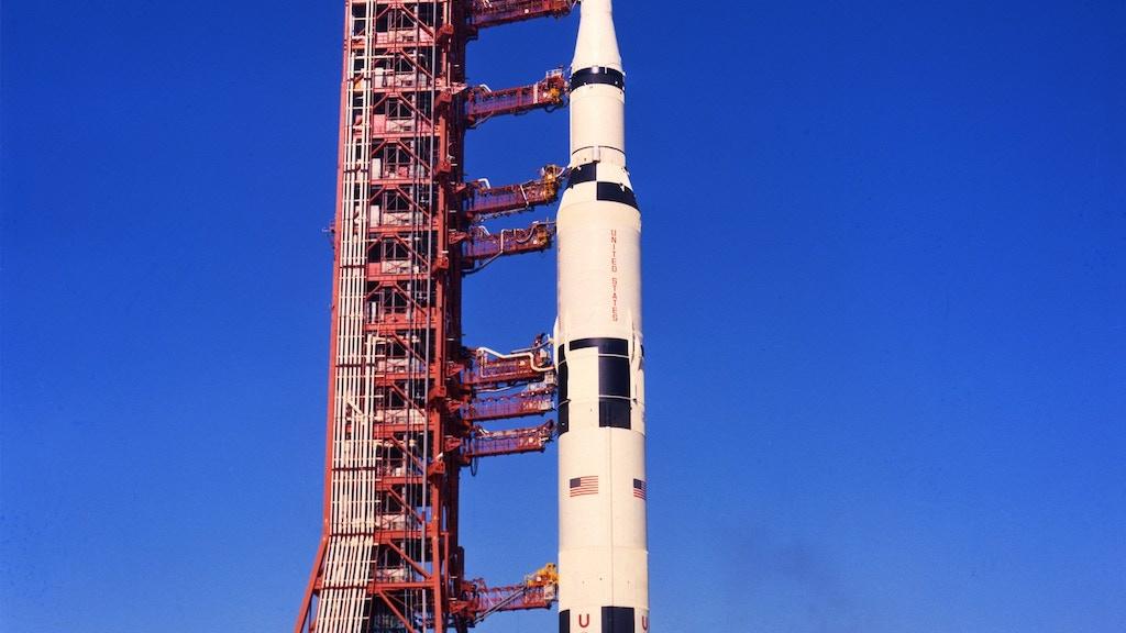 Mobile launcher Apollo Saturn model kit project video thumbnail