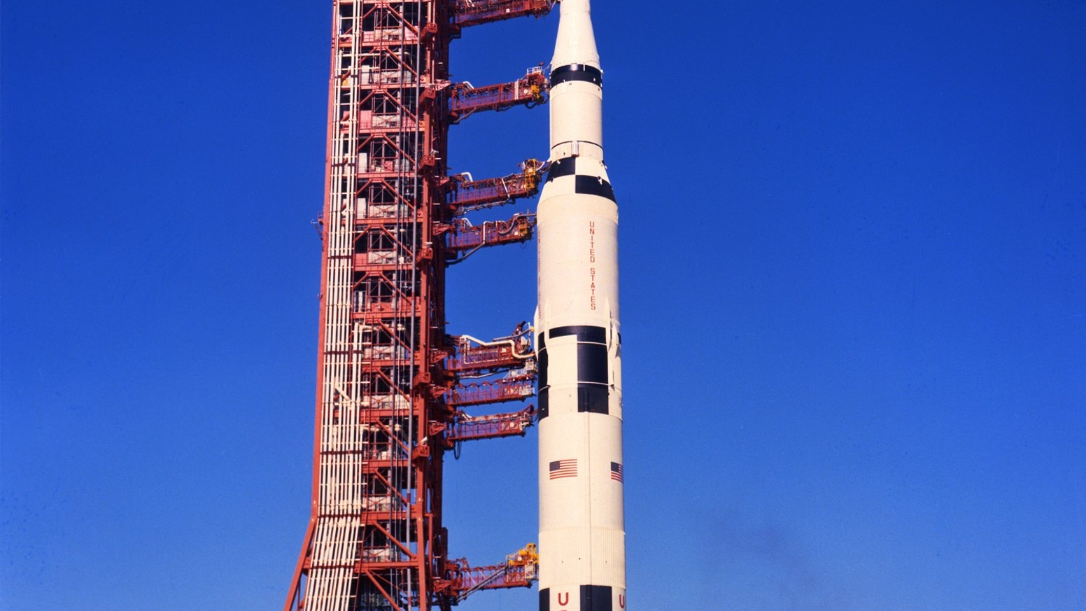 The ultimate way to display your Saturn V rocket model kit. Mobile launcher Apollo Saturn model kit in 3 different scales!