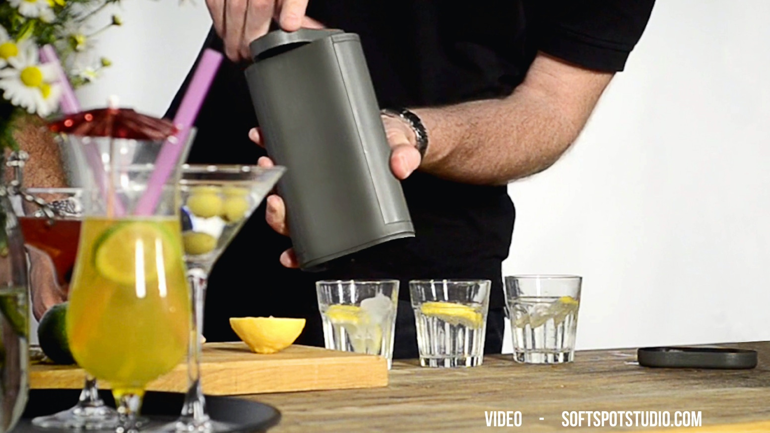Make ice cubes the 21st Century way – fill with water, freeze and rotate the lid to dispense perfect ice cubes with no mess.