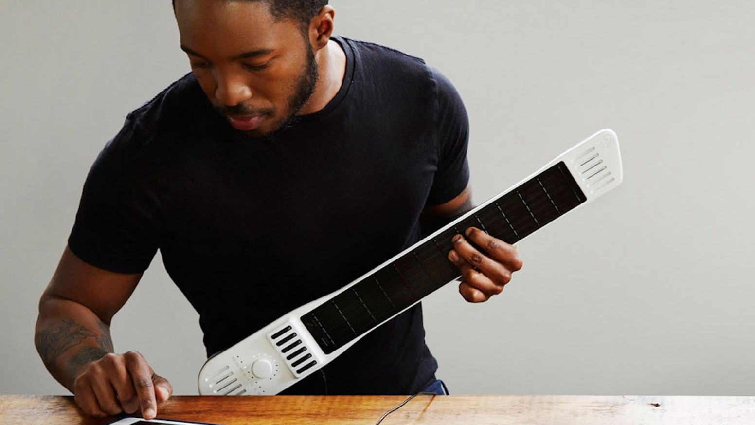 Strum a guitar, bow a violin, tap a piano, loop a beat – on a single instrument. An intuitive way to create music and play any sound.