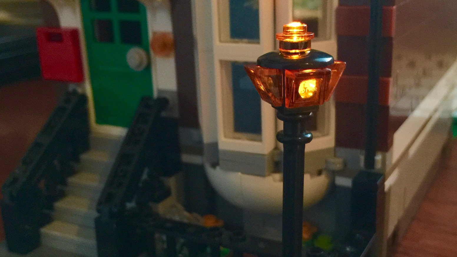 A Lego Street light for Creator building and town.