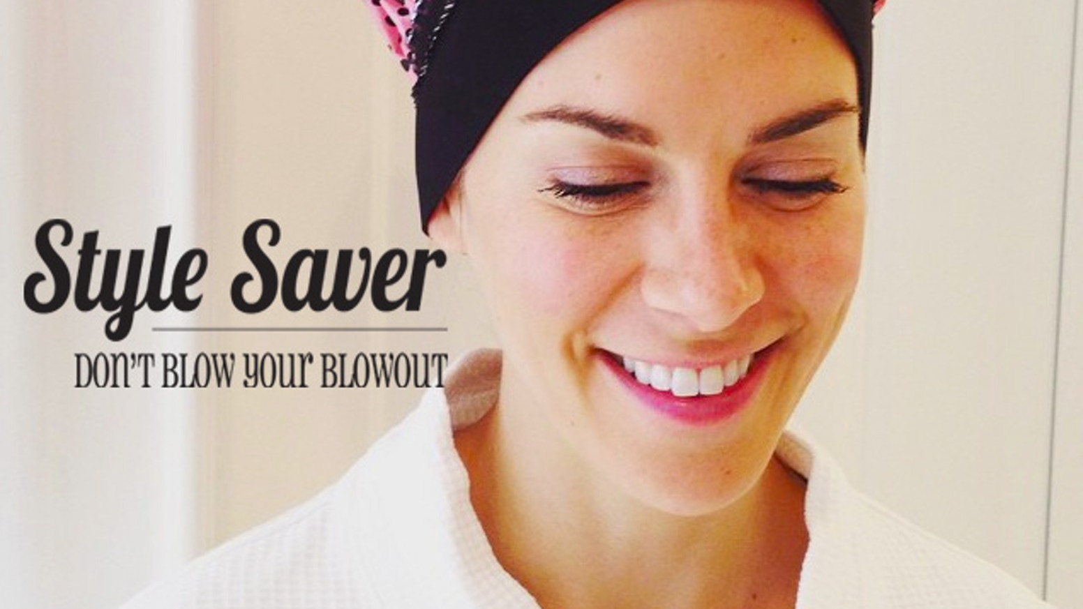 Never blow a blowout again with Style Saver. Our neoprene-trimmed PEVA cap protects your hairline from water & preserves your blowout!