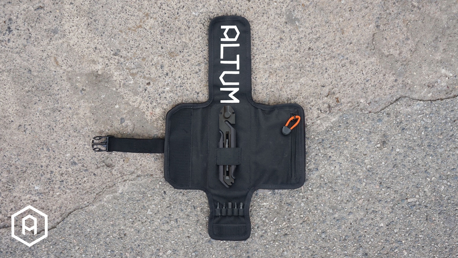 The award-winning MODUAL range consists of an innovative bicycle multi-tool and tool roll that are comprehensive enough for use at home yet compact enough for the road.