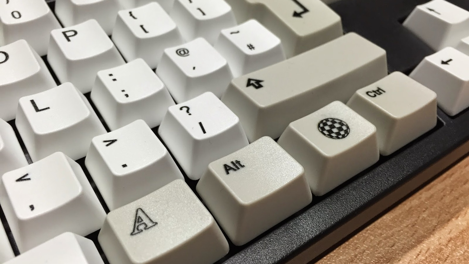 45c9e45438d Amiga inspired key caps for mechanical keyboards by Loriano Pagni ...