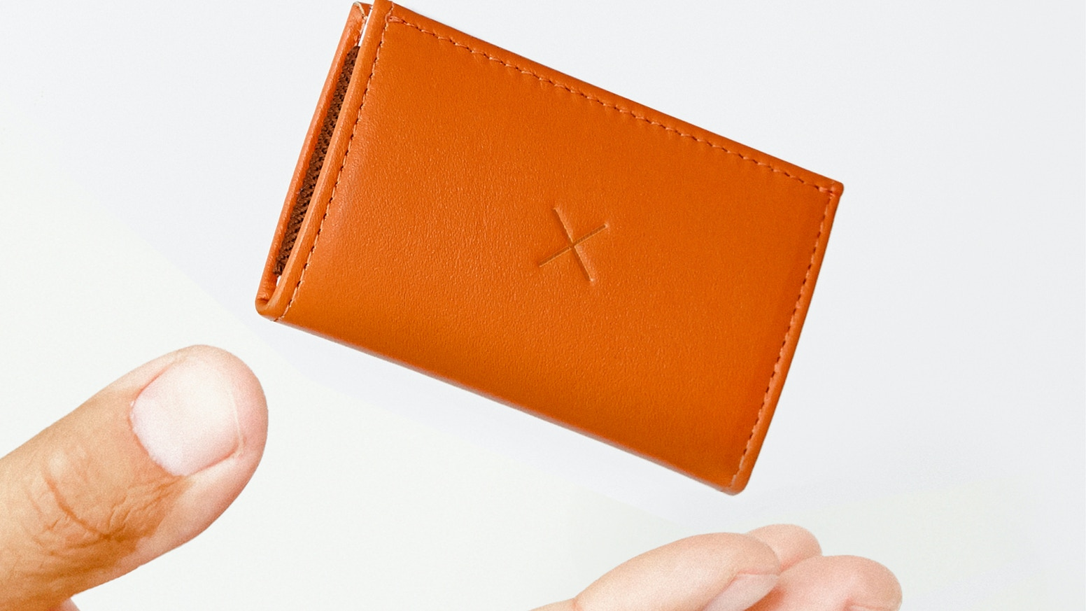 Slim 2 wallet is a beautifully simple, super-thin, card-carrying over-achiever. Designed for minimalists.