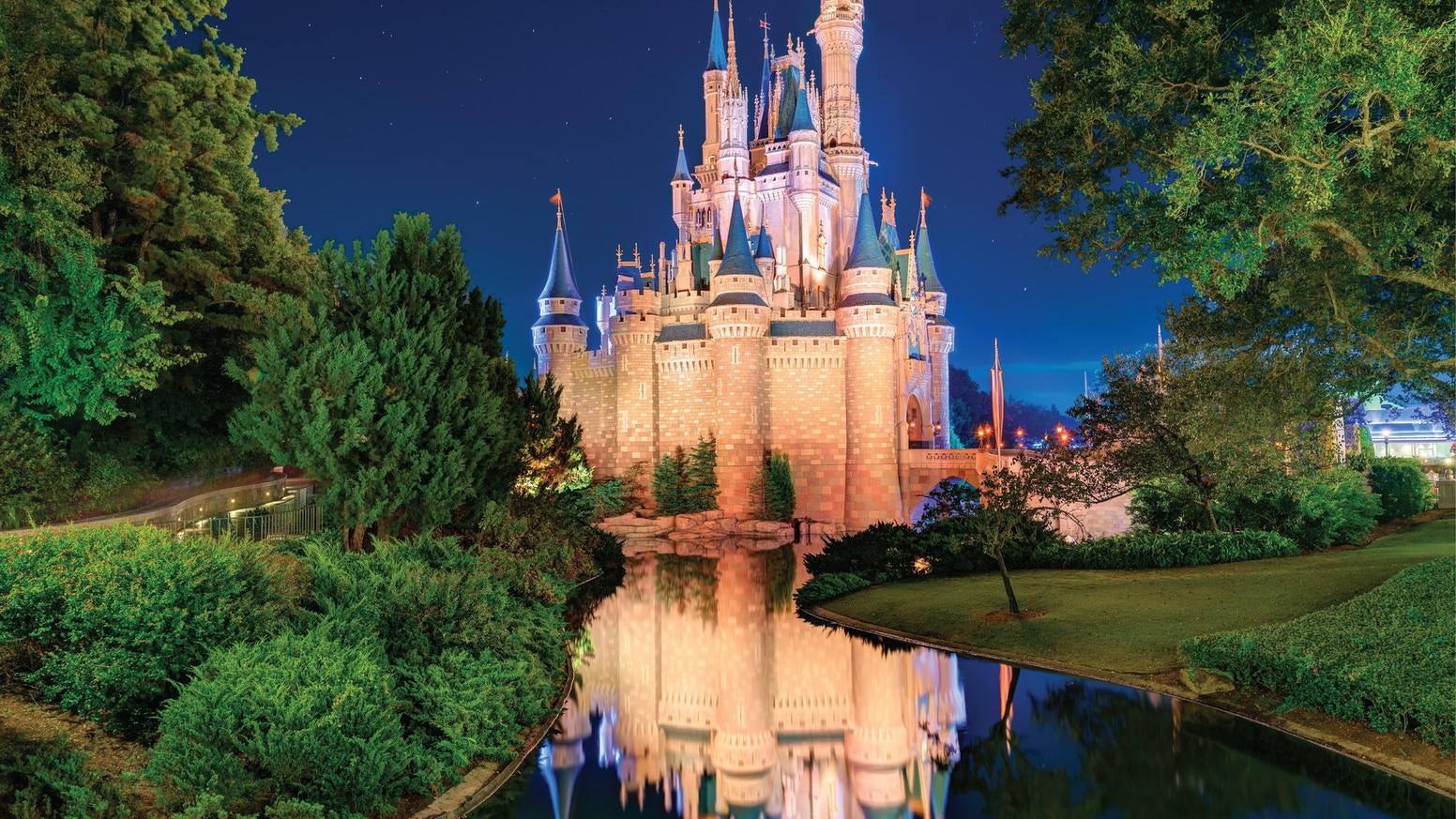 The Best of WDW - Volume 1 - take a photo tour the Theme Parks at Walt Disney World in Orlando, Florida. Over 250 Stunning Photos.