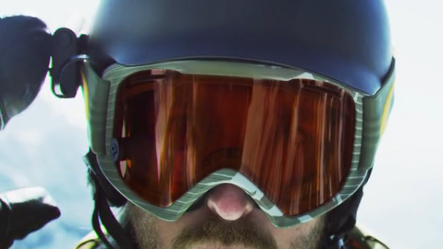 Track, connect and share with the first universally mountable augmented reality heads up display for skiers and snowboarders.
