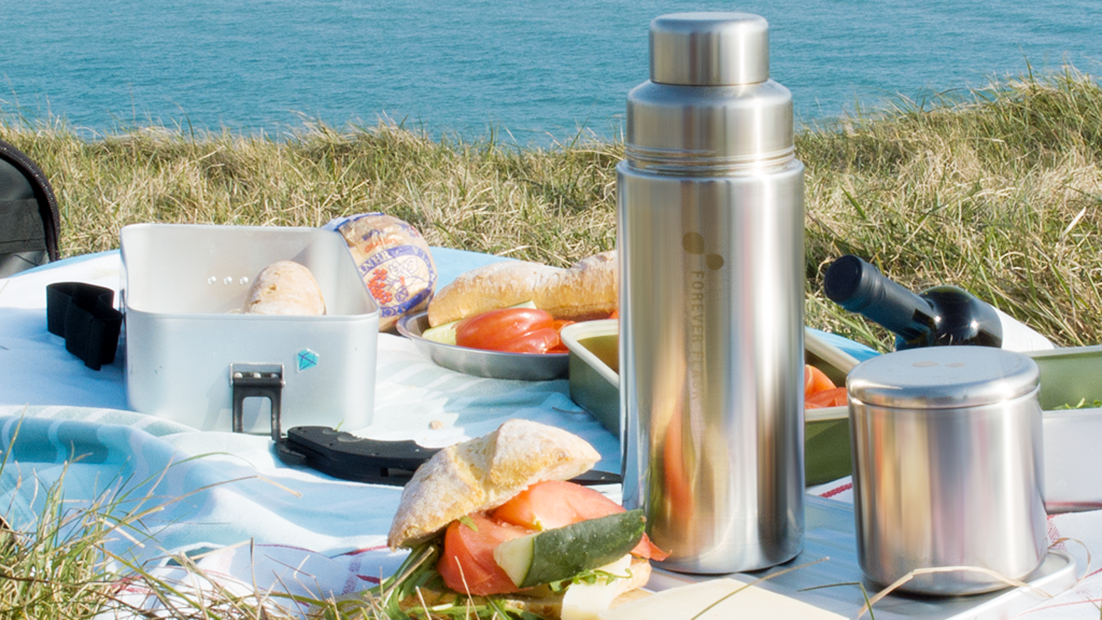 3-in-1 all metal vacuum flask, mug and food container. 100% surgical steel. Hard-wearing. Keeps taste of the content pure.