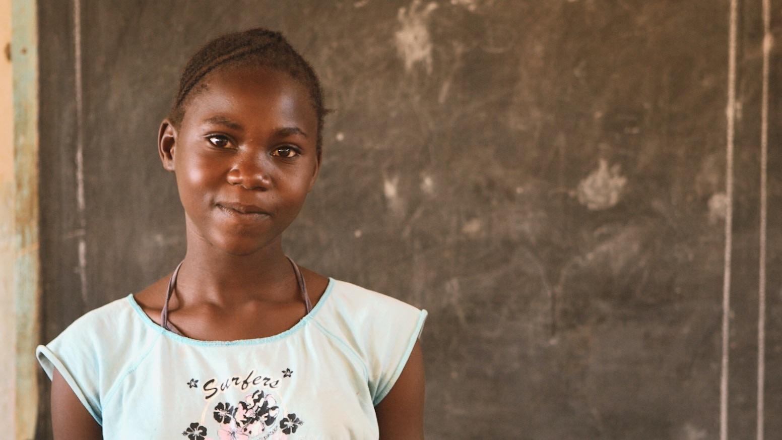 Rosemary wächst bei ihren Großeltern auf. Ohne die Unterstützung eines Paten hätte sie keine Chance auf eine gute Zukunft.