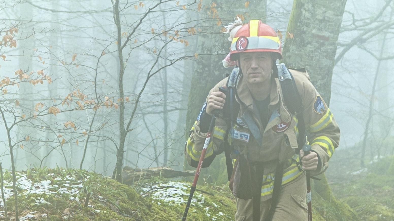 Feuerwehrmann Michael auf Pilgerreise. 880 Kilometer für brandverletzte Kinder - in voller Einsatzkleidung. Wir haben ihn begleitet.
