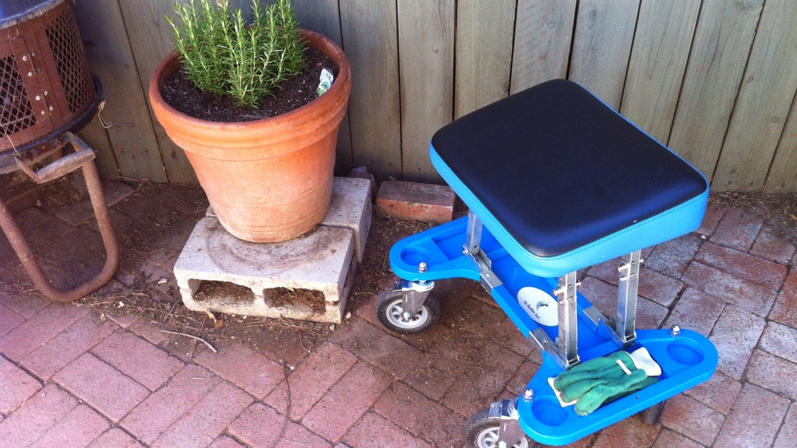 The 'BumBee Seat' is a New Product Design and the Ultimate Seating Gadget on Wheels for Summer Fun in your Garden, Office & Garage!