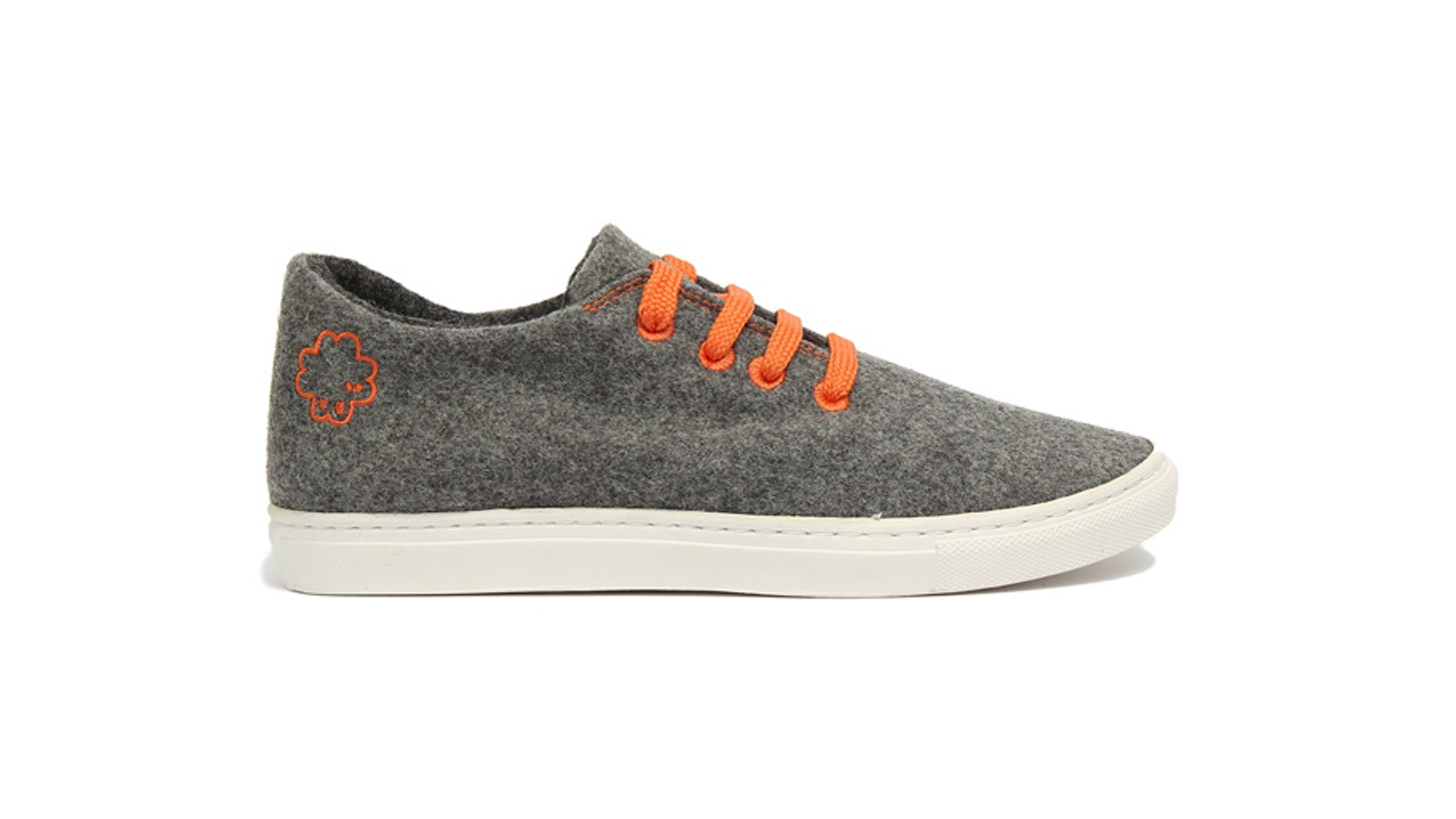 An innovative sneaker that is comfortable, breathable and antibacterial. You can wear it without socks. It's wool !