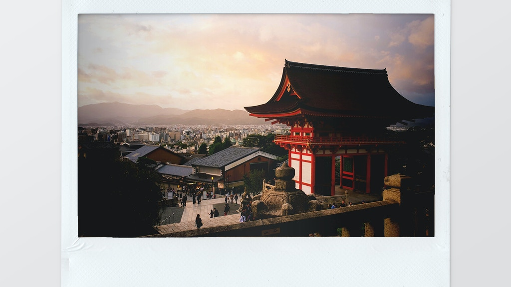 Help me document my first year living in Japan on a Polaroid photo-diary and receive an original of your choice in exchange!