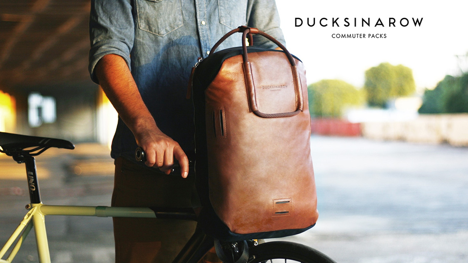 Urban cycling commuters bag w/ Multiple Features that fits perfectly to your handlebar.