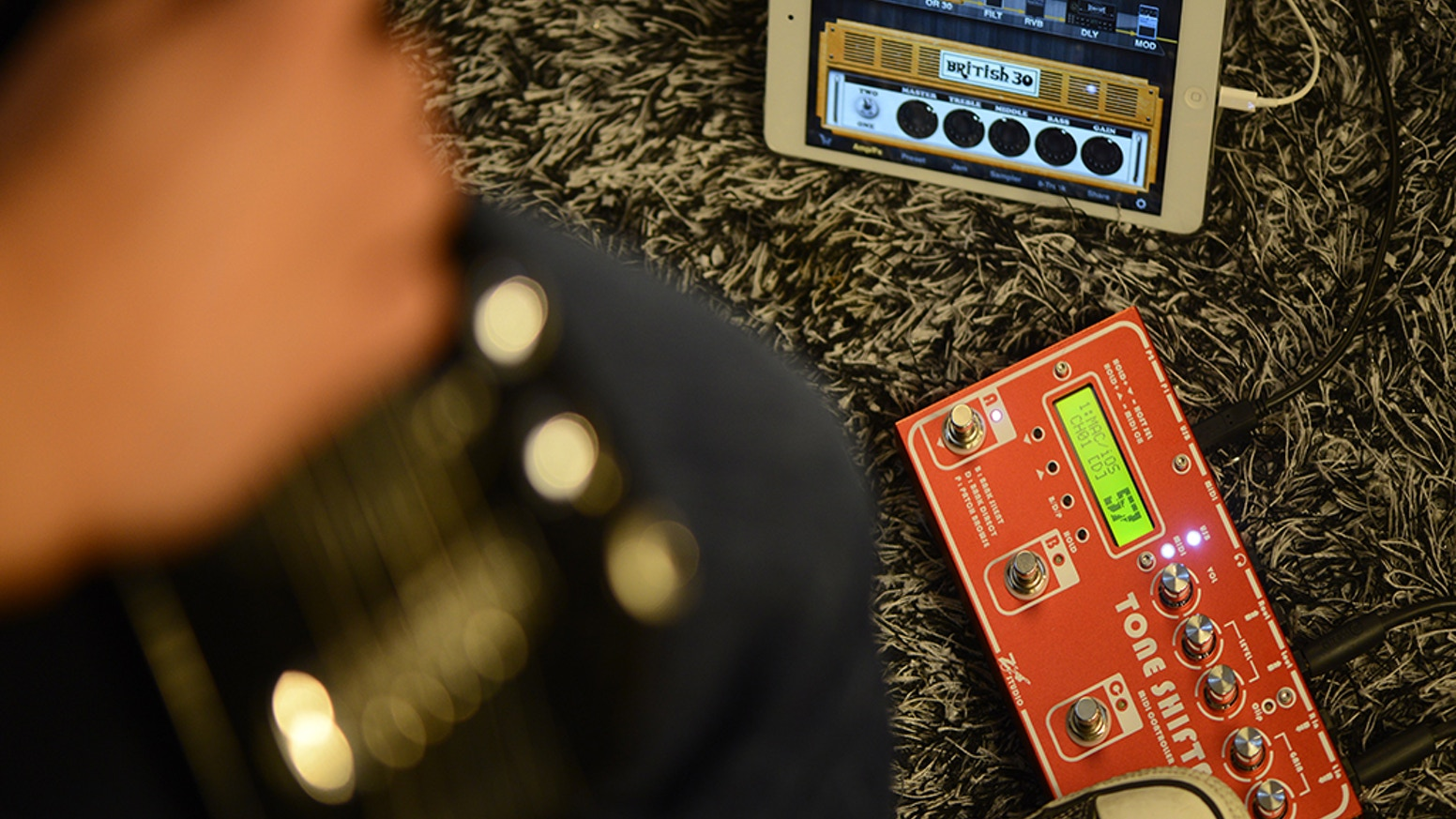 Tone Shifter 3 Smart Sound Interface is the world's first sound interface that combines MIDI controller for guitarists