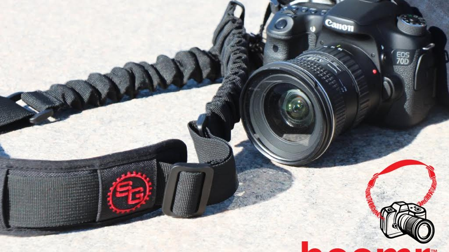 A groundbreaking new design in camera straps/slings designed with an internal bungee cord system making the Boomr the most comfortable camera strap EVER!
