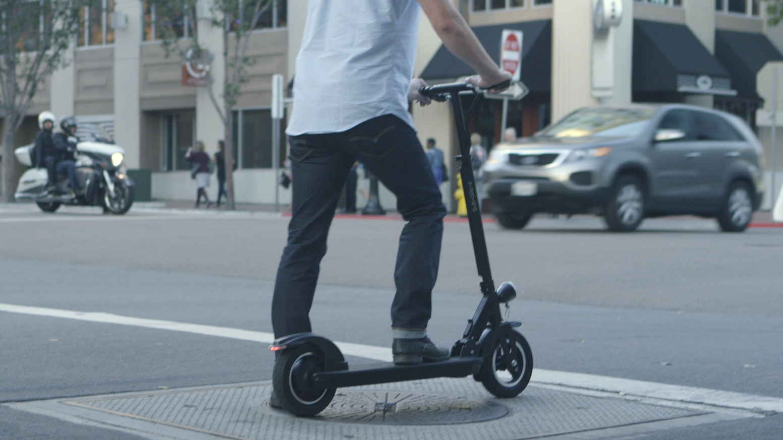 """Lightweight and Portable, the Momas e-Scooter is comfortable at speeds up to 20 mph, thanks to its 350W motor, Li Battery & 10"""" tires."""