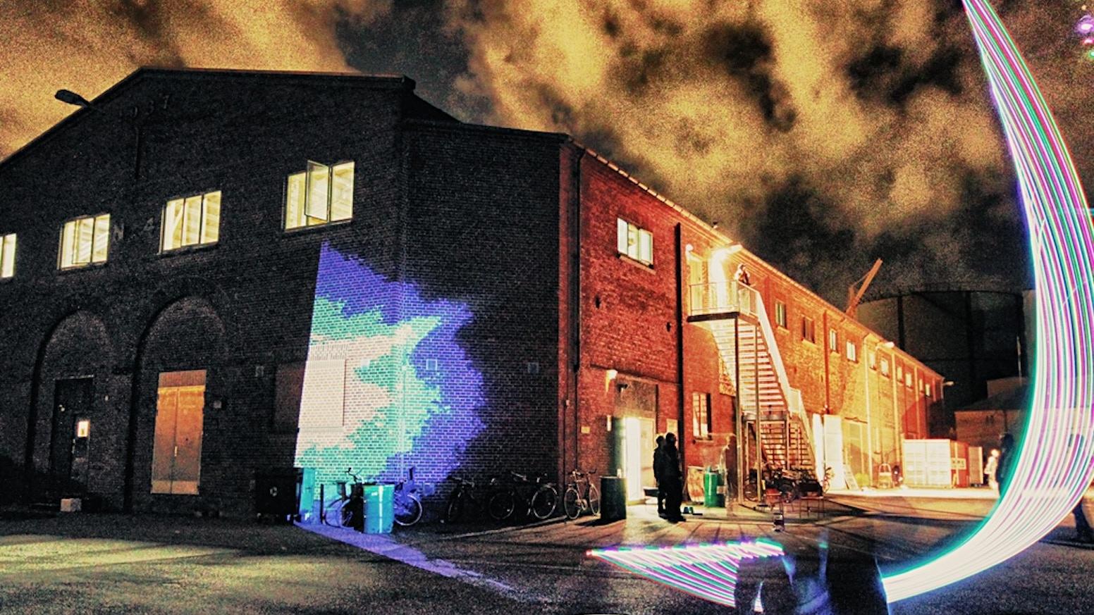 Vi laver en bog om Platform4, det kreative hus for kunst og teknologi - en fortælling om community, projekter og eksperimenter!