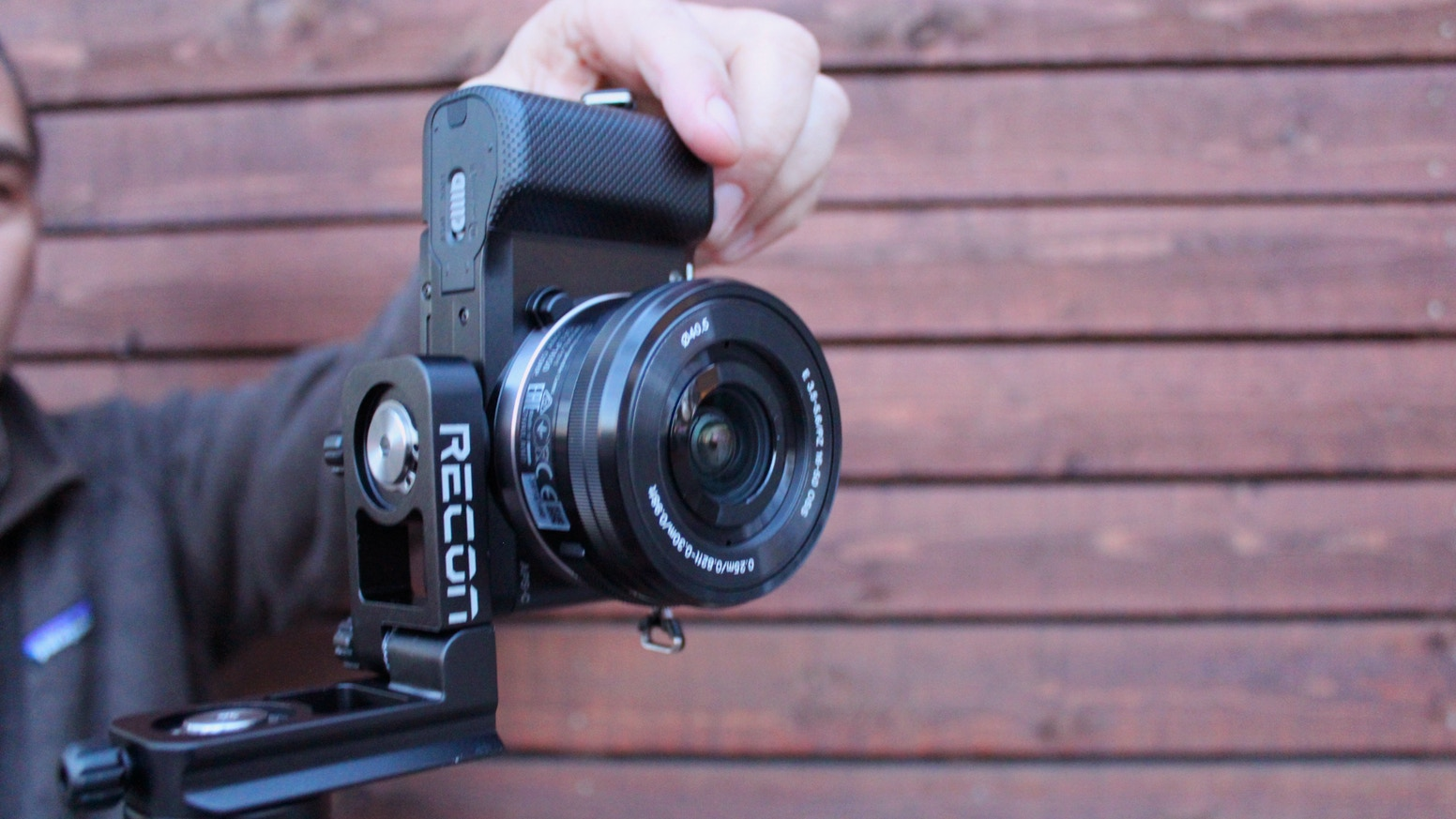The Recon redefines the idea that a light–weight, compact tripod head can't have street tough durability and high precision adjustment.