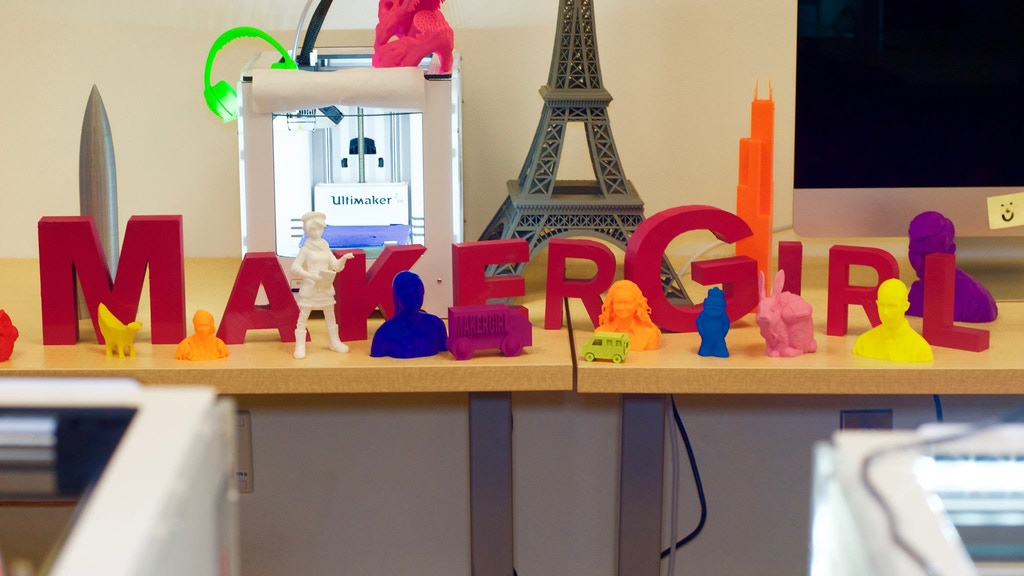 MakerGirl Goes Mobile: Introducing STEM through 3-D Printing project video thumbnail