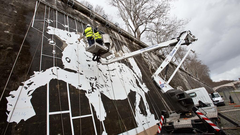 William Kentridge creates art history on Rome's Tiber River! project video thumbnail