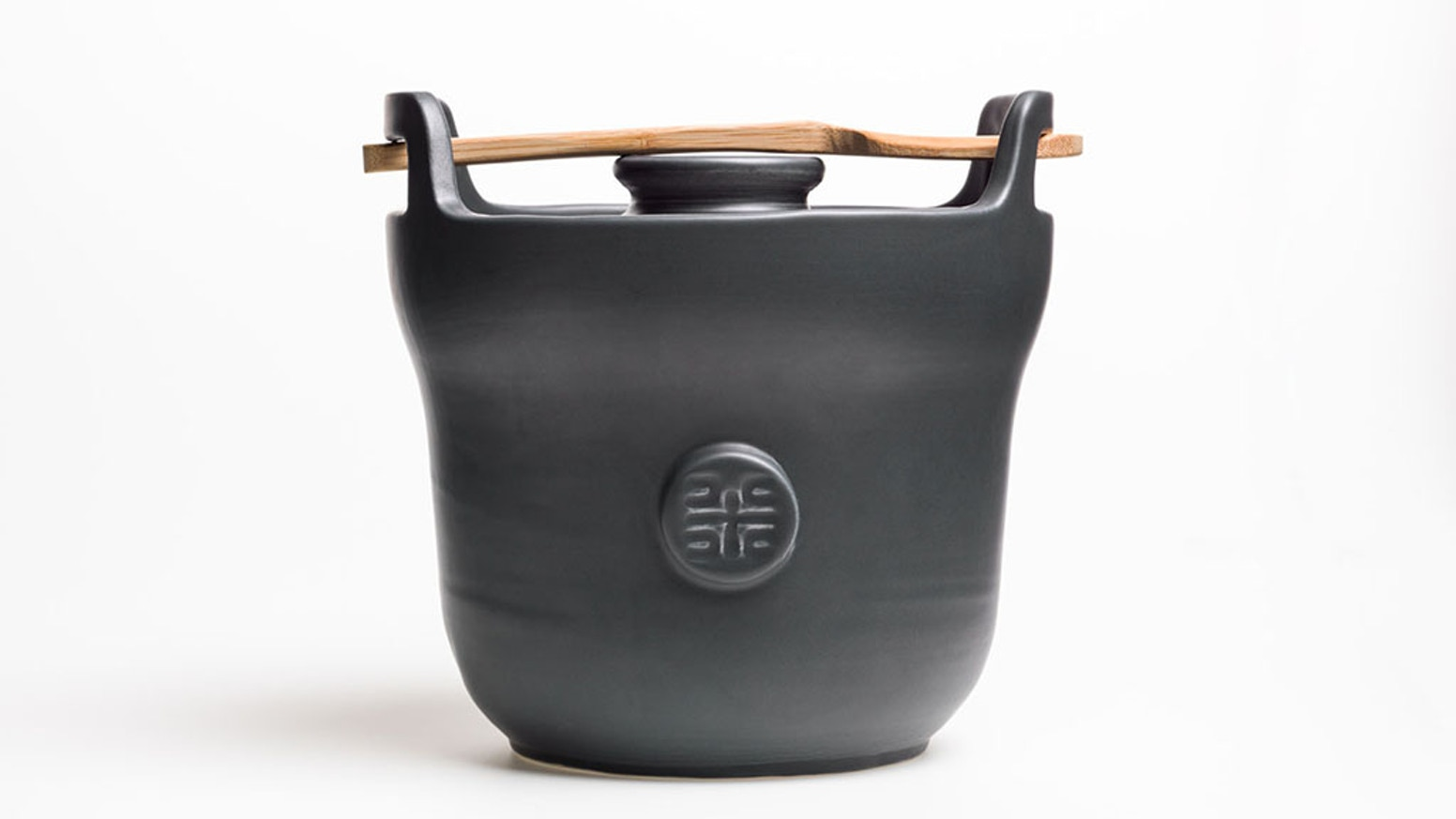Durable ceramic rice cooker for cooking delicious rice an easy way.  This rice cooker will last you a lifetime (and longer)