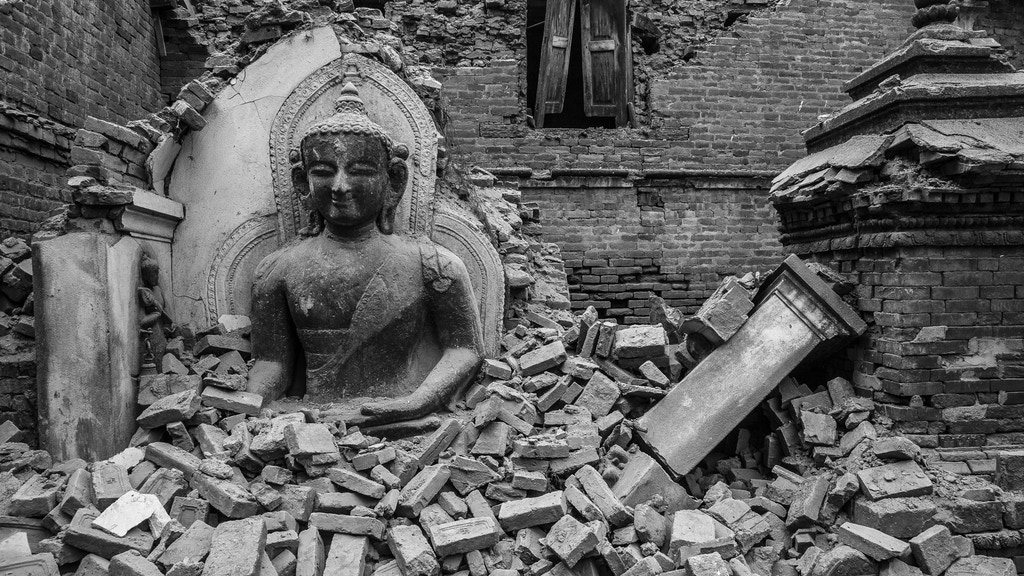 """Endurance: Earthquake Nepal"" a Photobook by Omar Havana miniatura de video del proyecto"
