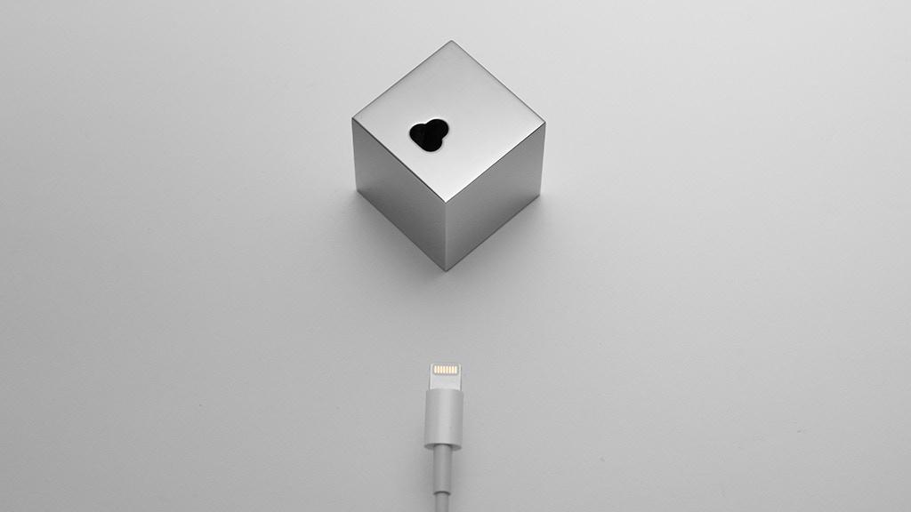 'Q': The minimalistic iPhone dock project video thumbnail