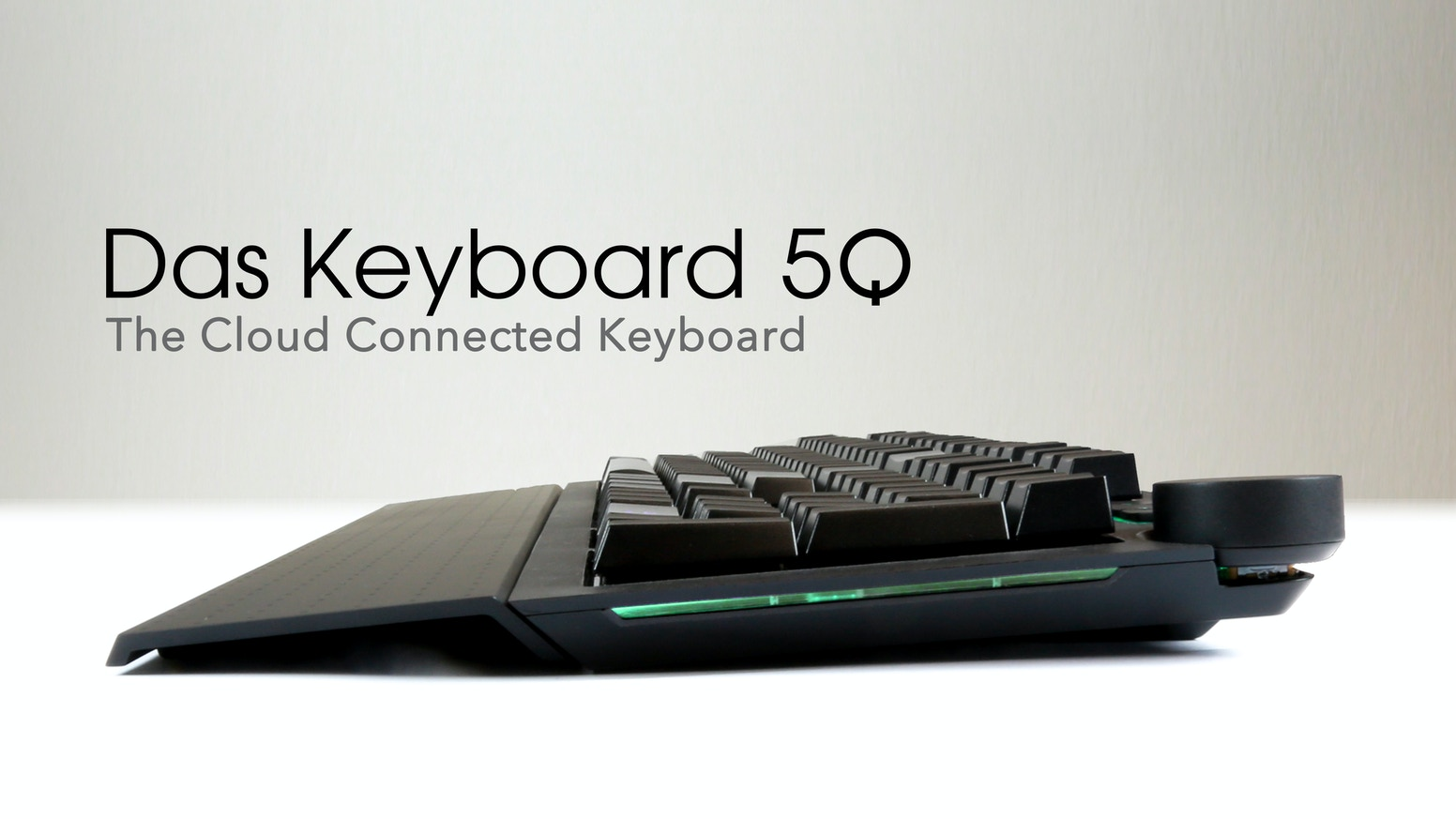 Das Keyboard 5Q is smart mechanical keyboard with an open API that allows each key to be color-controlled over the Internet.