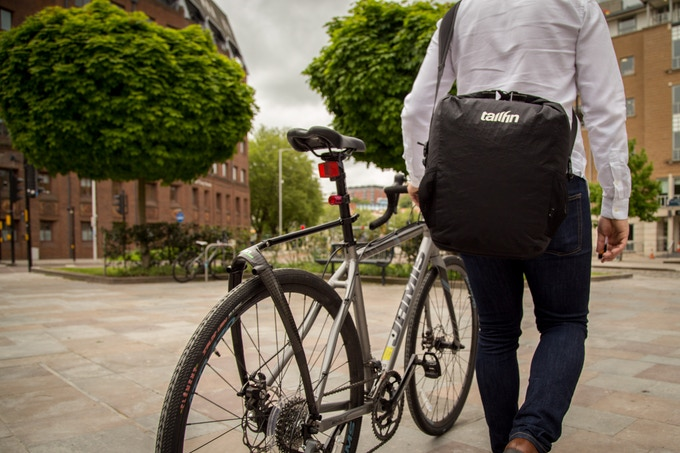 It's easy to carry the pannier once the strap is connected