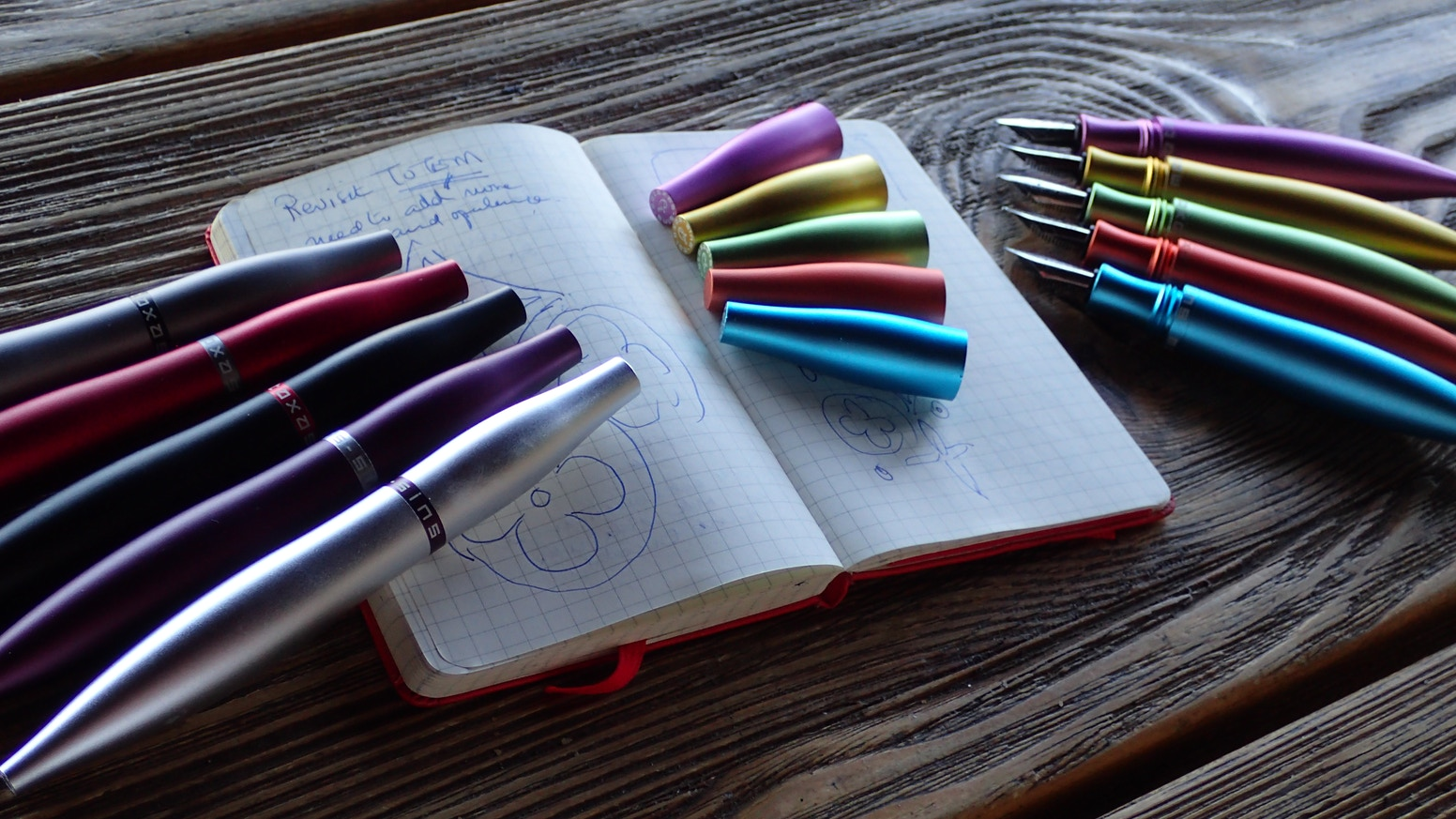 STYLOS COLOR Fountain Pen. A curvaceous,  minimal, sinful, LUXURIOUS writing experience. The ultimate gift for the Festive Season.