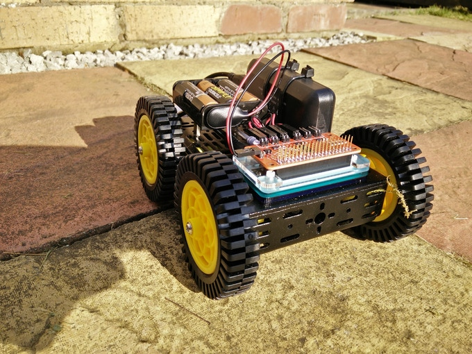 The GrassShark 640 powered robot