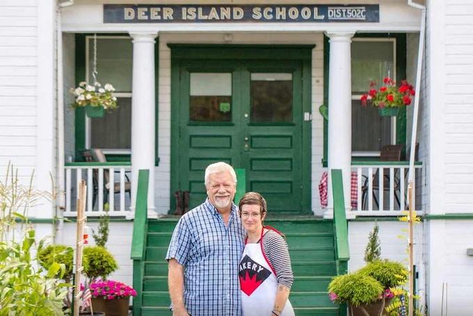 Pledge $150 - One night stay at the Deer Island Manor Bed & Breakfast in Deer Island, Oregon
