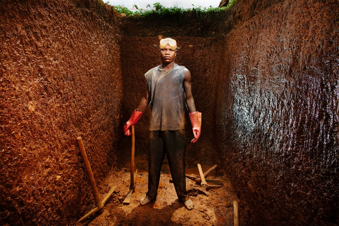 Labourer Moina Kallon digging a 15 ft deep cess pit.