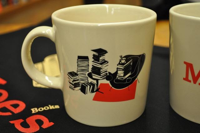 Moe's mug and tea set with a canvas.
